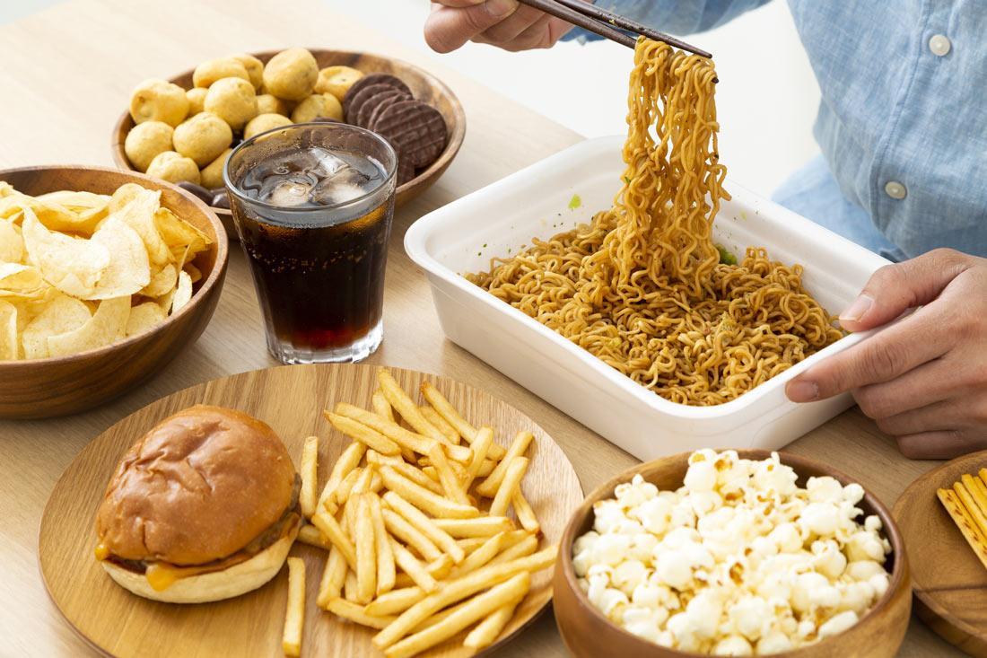 抜け毛を増やす食べ物があった?!NG食品と摂るべき食品