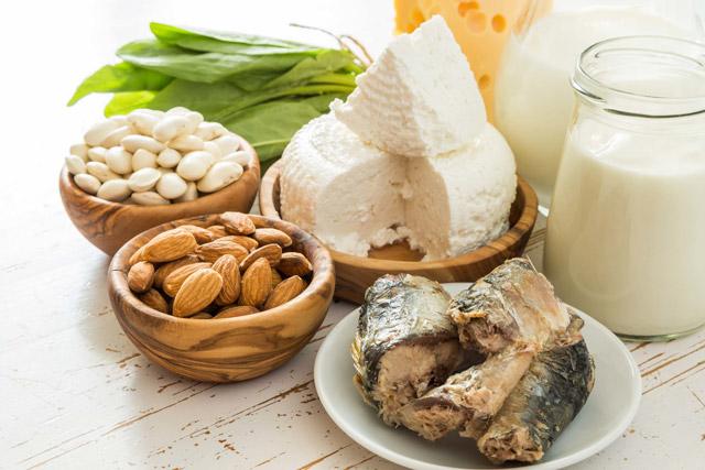 チーズやナッツ、加工食品